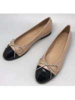 Женские кожаные  брендовые  балетки Chanel Cruise лаковые бежевые с черным