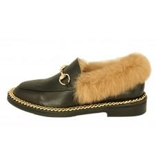 Женские зимние кожаные лоферы Gucci черные с мехом и золотой цепочкой
