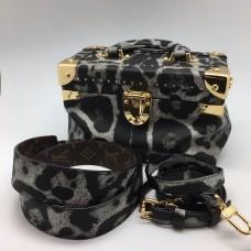 Женская  брендовая кожаная сумка Louis Vuitton Grey Leo V