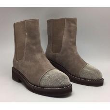 Женские зимние замшевые ботинки Brunello Cucinelli бежевые с украшением