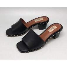 Женские кожаные босоножки Valentino Garavani Rockstud черные